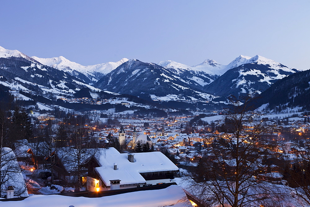 Old Town in the evening, Parish Church and Liebfrauen Church, Vorderstadt, Kitzbuhel, Tyrol, Austria