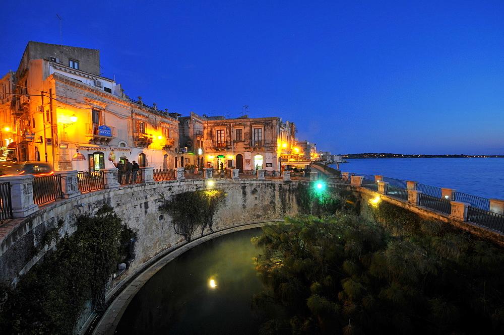 Fonte Aretusa at night, Siracusa, eastcoast, Sicily, Italy