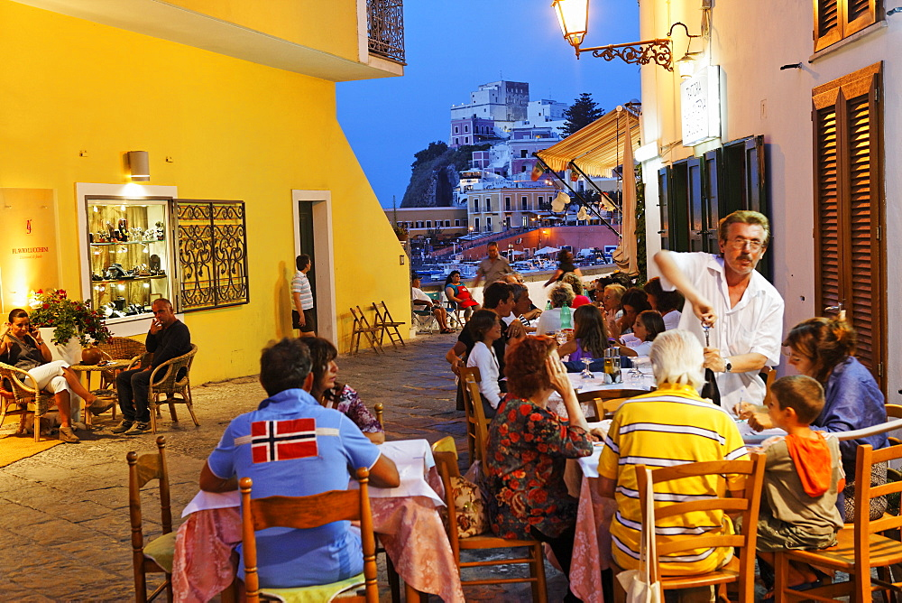 People at the Trattoria a la Taverna da Severo in the evening, Island of Ponza, Pontine Islands, Lazio, Italy, Europe