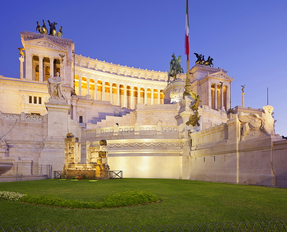 National Monument, Monumento Vittorio Emanuele II in the evening light, Piazza Venezia, Rome, Lazio, Italy