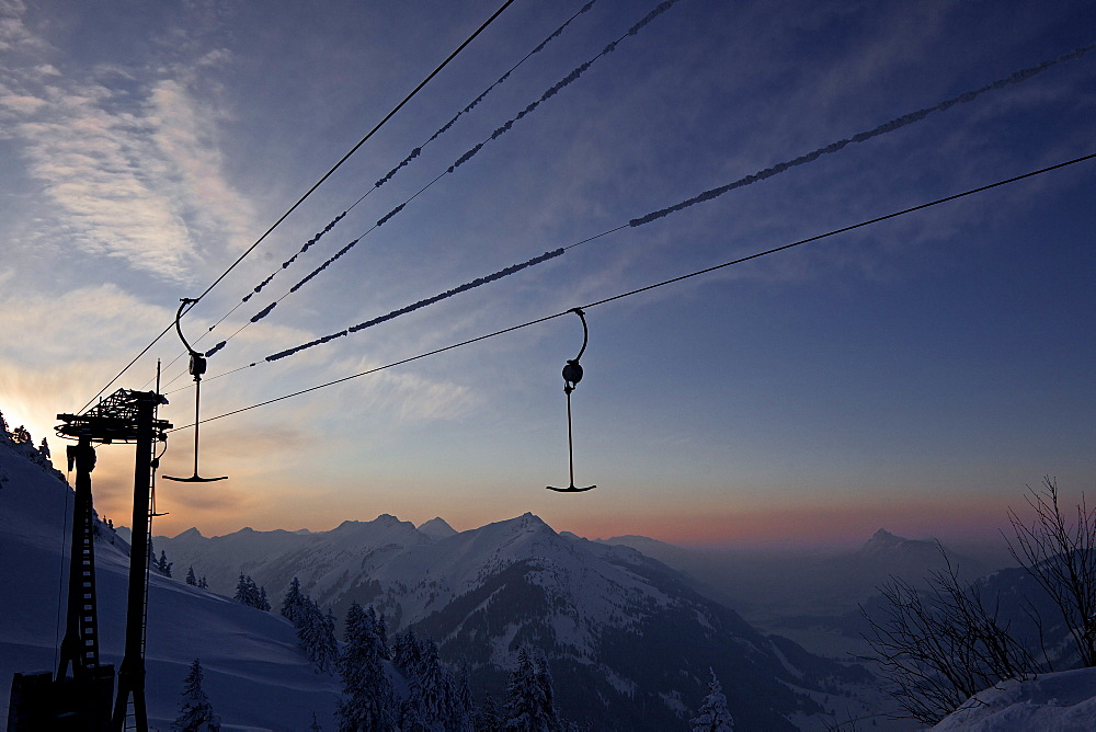 Ski lift in front of a wonderful panorama of mountains in the evening, Hahnenkamm, Tyrol, Austria, Europe