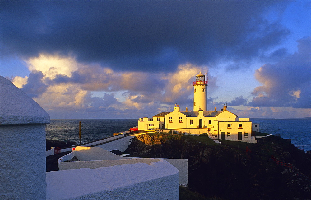 Lighthouse on the rocky coastline in the evening light, Fanad Head, County Donegal, Ireland, Europe