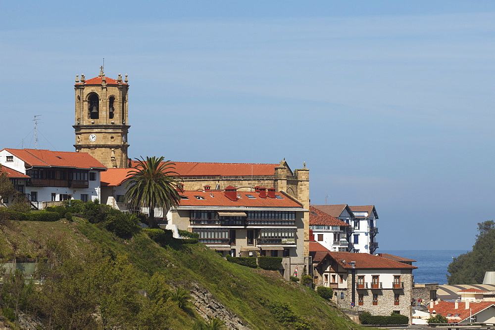 The church Iglesia Parroquial de San Salvador at the coastal town Getaria, Camino de la Costa, Camino del Norte, coastal route, Way of St. James, Camino de Santiago, pilgrims way, province of Guipuzcoa, Basque Country, Euskadi, Northern Spain, Spain, Europe