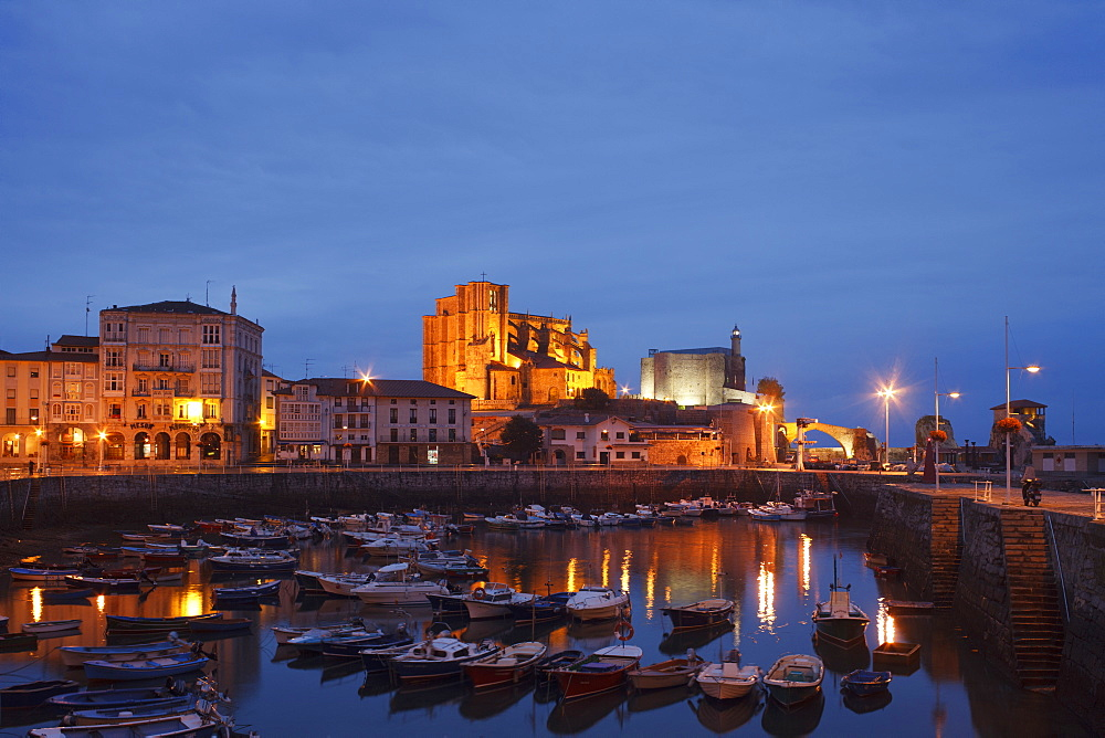 Boats at fishing port and the church Iglesia de Santa Maria de Asuncion in the evening, Castro Urdiales, Camino de la Costa, Camino del Norte, coastal route, Way of St. James, Camino de Santiago, pilgrims way, province of Cantabria, Cantabria, Northern Spain, Spain, Europe