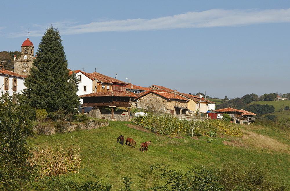 Horreo, traditionel storehouse, granary, Torazo, near Infiesto, province of Asturias, Principality of Asturias, Northern Spain, Spain, Europe