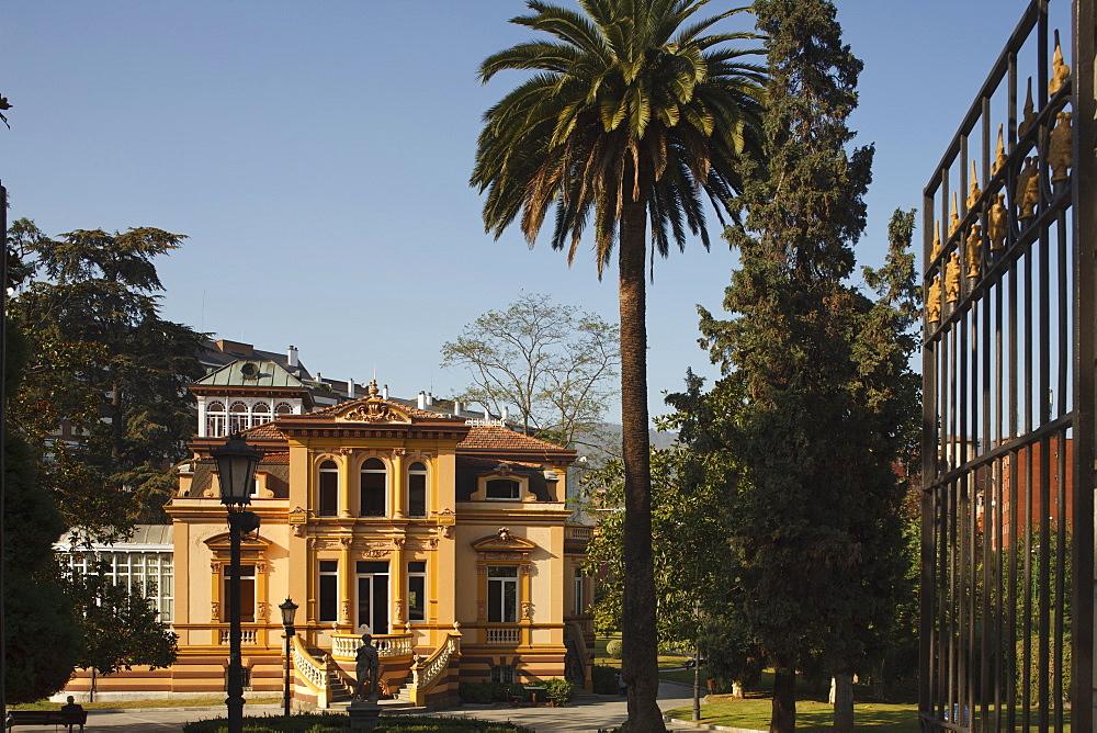 Palace with park, Avenida de Galicia, near Plaza de America, Oviedo, Camino Primitivo, Camino de Santiago, Way of Saint James, pilgrims way, province of Asturias, Principality of Asturias, Northern Spain, Spain, Europe