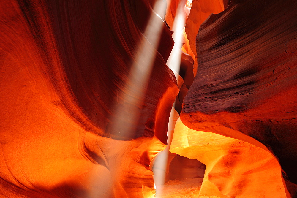 Sunbeams falling in colourful sandstone slot canyon, Upper Antelope Canyon, Antelope Canyon, Page, Arizona, Southwest, USA, America