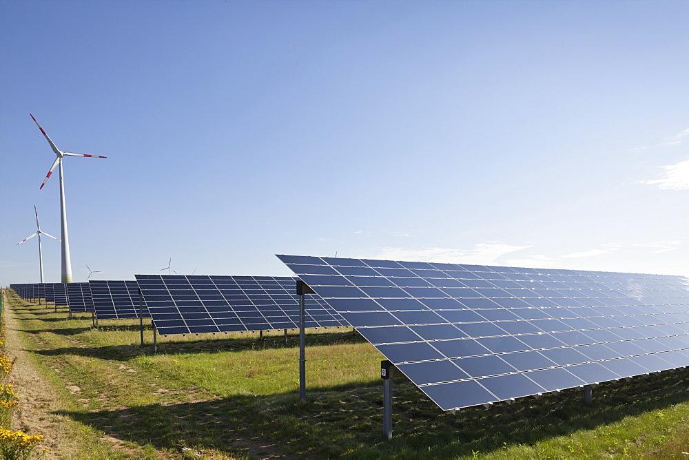 Wind farm and solar field along the A 14 near Bockelwitz, alternative power, Saxony, Germany