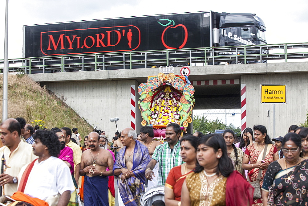 Annual Hindu ceremony for Tamils in Europe at Hamm, largest Hindu temple in Europe, Canal represents the Ganges River, Dravida Temple, Kamadchi, Puja, Hamm, North-Rhine Westphalia, Germany