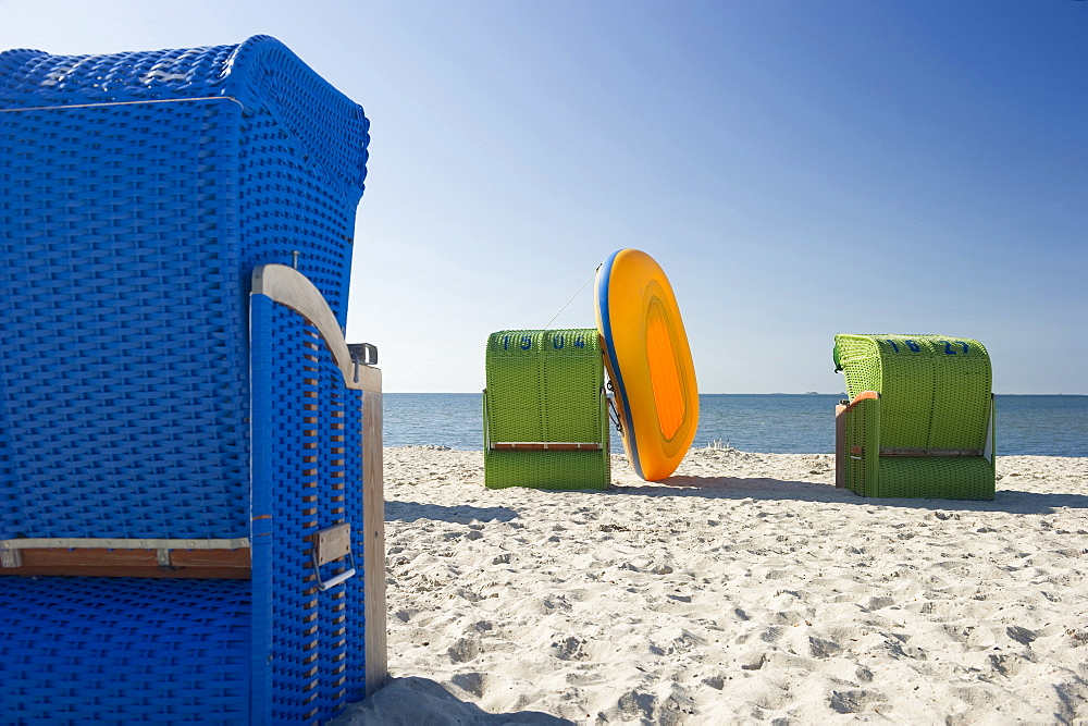 Colourful beachchairs and yellow rubber dinghy on the beach, Wyk, Foehr, North Frisian Islands, Schleswig-Holstein, Germany, Europe