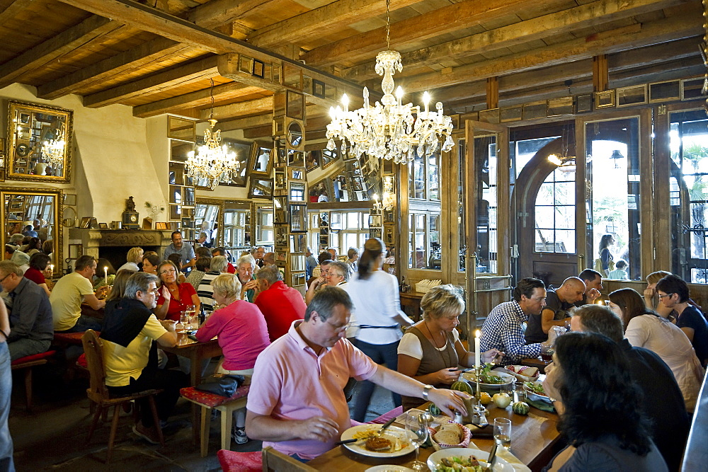 People at a Strausse, traditional small restaurant, Markgraeflerland, Black Forest, Baden-Wuerttemberg, Germany, Europe