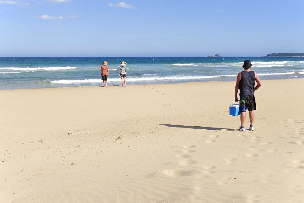Day trippers on the beach near Durras, Batemans Bay, Eurobodalla Coast, New South Wales, NSW, Pacific Ocean, Australia