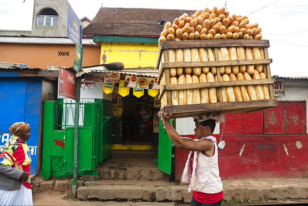 Man delivering bread, Bread deliverer, street scenario, Antananarivo, capital, Madagascar, Africa