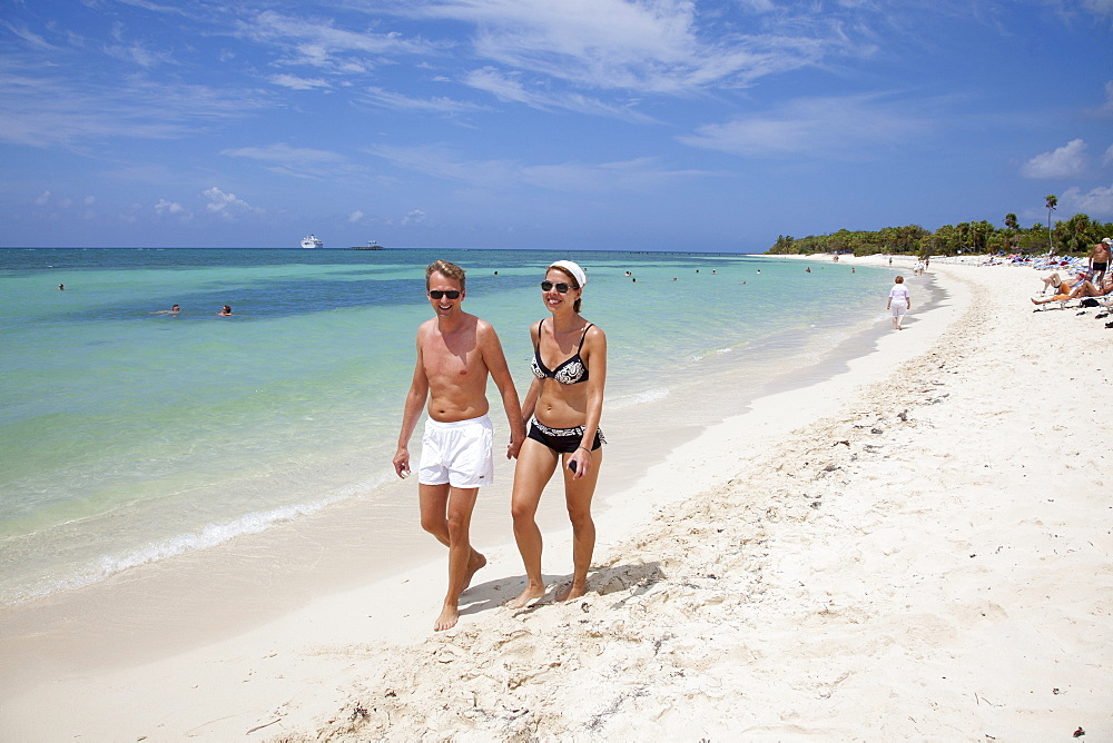 Couple strolls on beach at Punta Frances Parque Nacional, Isla de la Juventud, Cuba, Caribbean