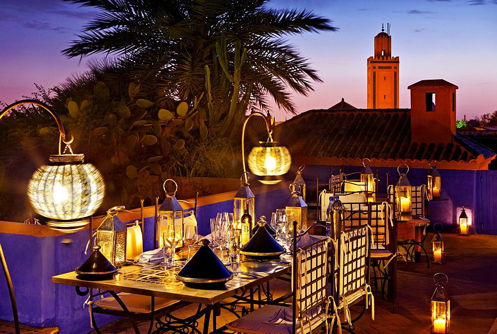 Dining al fresco, rooftop, Riad Farnatchi, Marrakech, Morocco