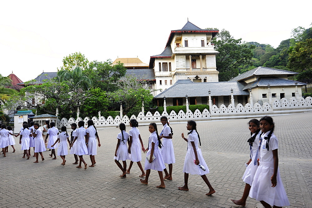 School girls at the Temple of the Tooth Relic, Sri Dalada Maligawa, a buddhist sanctuary, UNESCO world cultural heritage, Kandy, Central Province, Ceylon, Sri Lanka, Asia