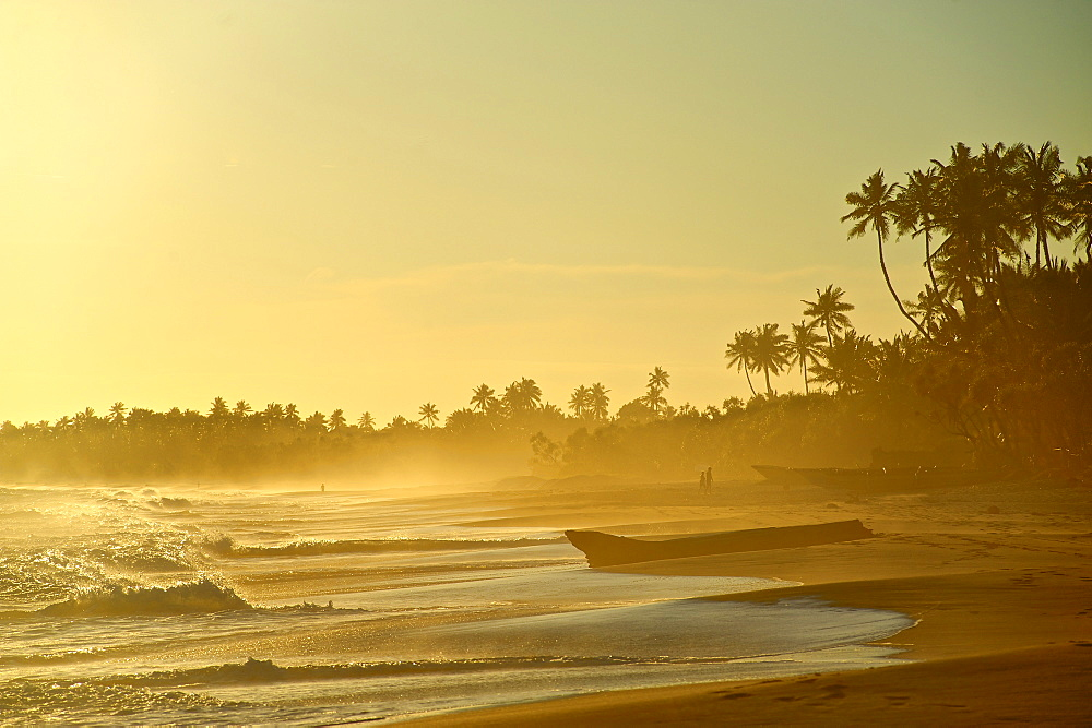 Deserted beach in the late afternoon, Turtle Bay east of Tangalle, South Sri Lanka, South Asia