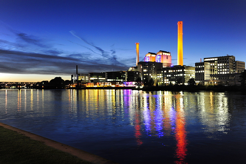 View on powerhouse of the Mainova AG, electric power station at the Westhafen, Gutleut quarter, Frankfurt am Main, Hesse, Germany