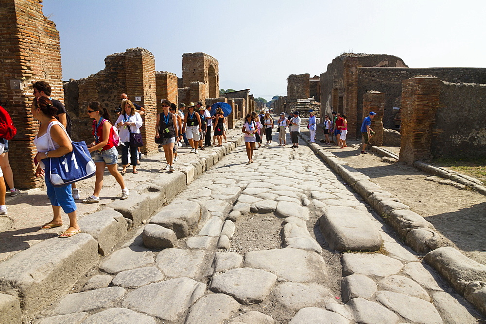 Via delle Terme, historic town of Pompeii in the Gulf of Naples, Campania, Italy, Europe