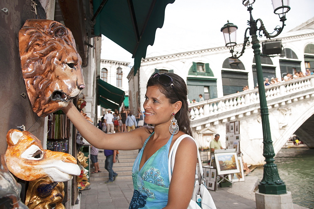 Young woman shopping, Rialto bridge in the background, Grand Canal, Venice, Venezia, Italy, Europe