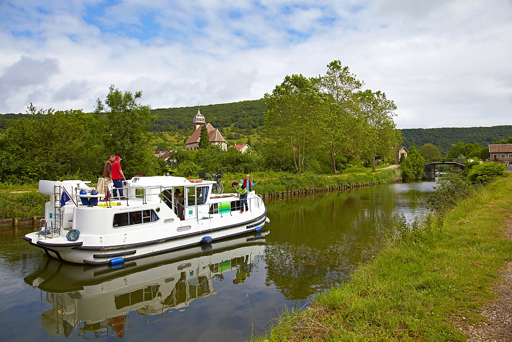 Houseboat in the Doubs-Rhine-Rhone-channel at Deluz, Doubs, Region Franche-Comte, France, Europe