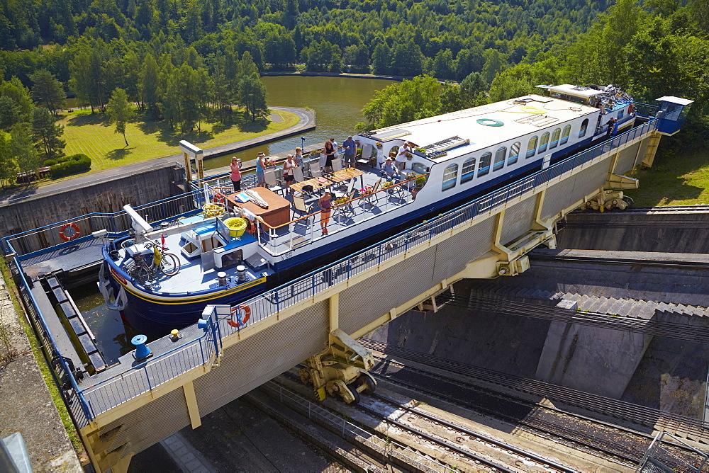 Houseboat, Inclined Slope of St-Louis-Arzviller, 44, 656m, Canal de la Marne au Rhin, Houseboat, Moselle, Region Alsace Lorraine, France, Europe
