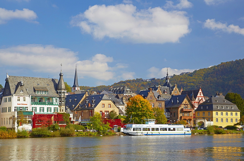 View from Trarbach towards Traben, Traben-Trarbach, Mosel, Rhineland-Palatinate, Germany, Europe