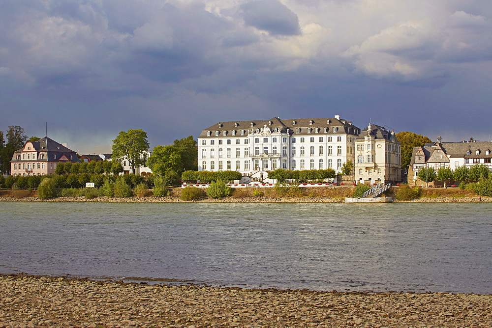 View of Engers castle, Foundation Villa Musica, Engers, Residence of the Fuersten zu Wied, Neuwied-Engers, Rhein, Rhineland-Palatinate, Germany, Europe