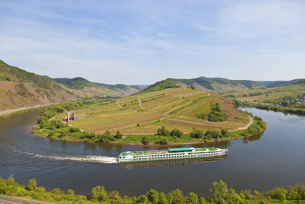 Monatery ruins of Stuben on the Moselle river bend, seen from Bremm climbing route, Bremm, Rheinland-Pfalz, Germany