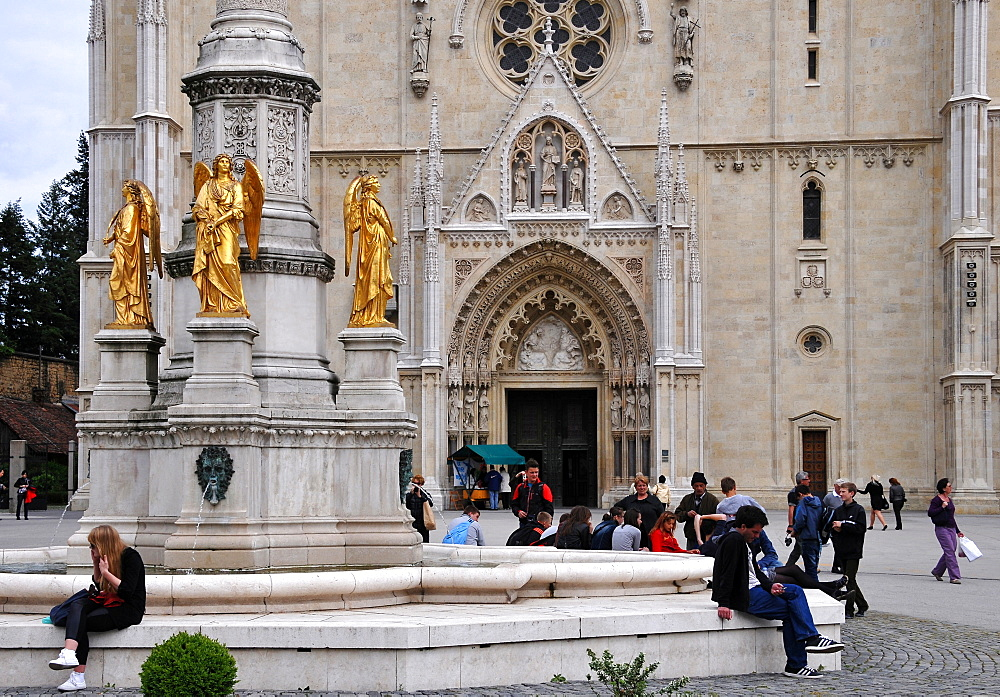 Virgin Mary and Four Angels Fountain in front of Zagreb Cathedral, Kaptol, Under town, Zagreb, Croatia