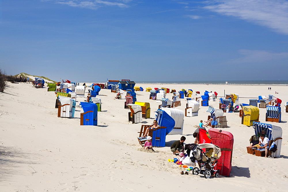 Beach chairs and people on the beach, Juist Island, North Sea, East Frisian Islands, East Frisia, Lower Saxony, Germany, Europe
