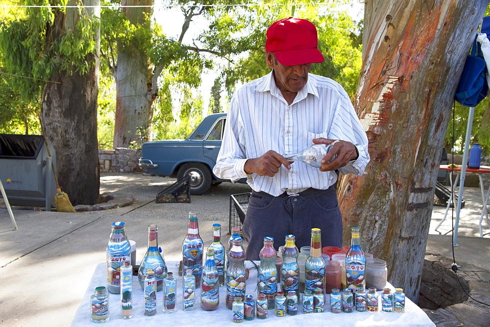 Sand bottle artist, Mendoza, Argentina