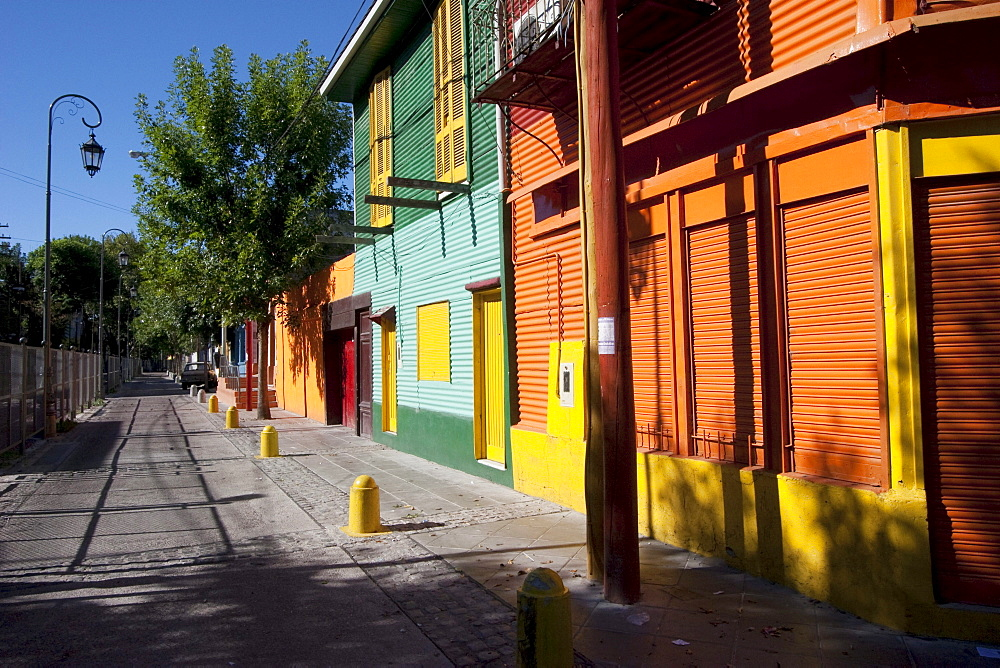 Multicoloured houses on Calle Giribaldi in Barrio La Boca, Buenos Aires, Capital Federal, Argentina