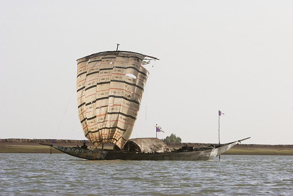 Sail boat on the Niger River between Niafunke and Kabara, Mali