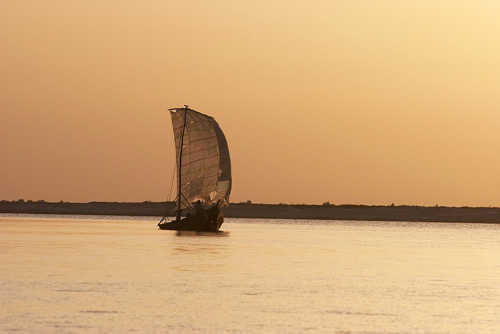 Sailboat in the sunrise over the Niger River between Niafunke and Kabara, Mali
