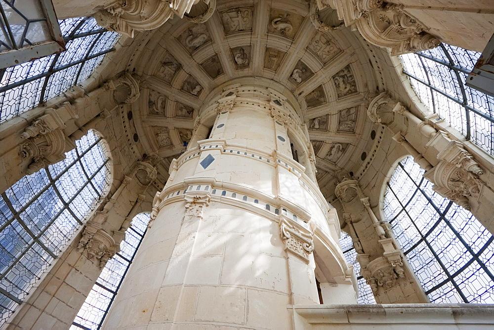 Grand Staircase, double-helix staircase presumably designed by Leonardo da Vinci in the Chuteau de Chambord, France