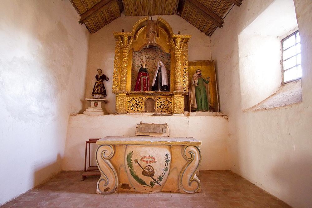Altarpiece in Mestizo-Baroque style in Iglesia de Corque, Corque, Oruro, Bolivia