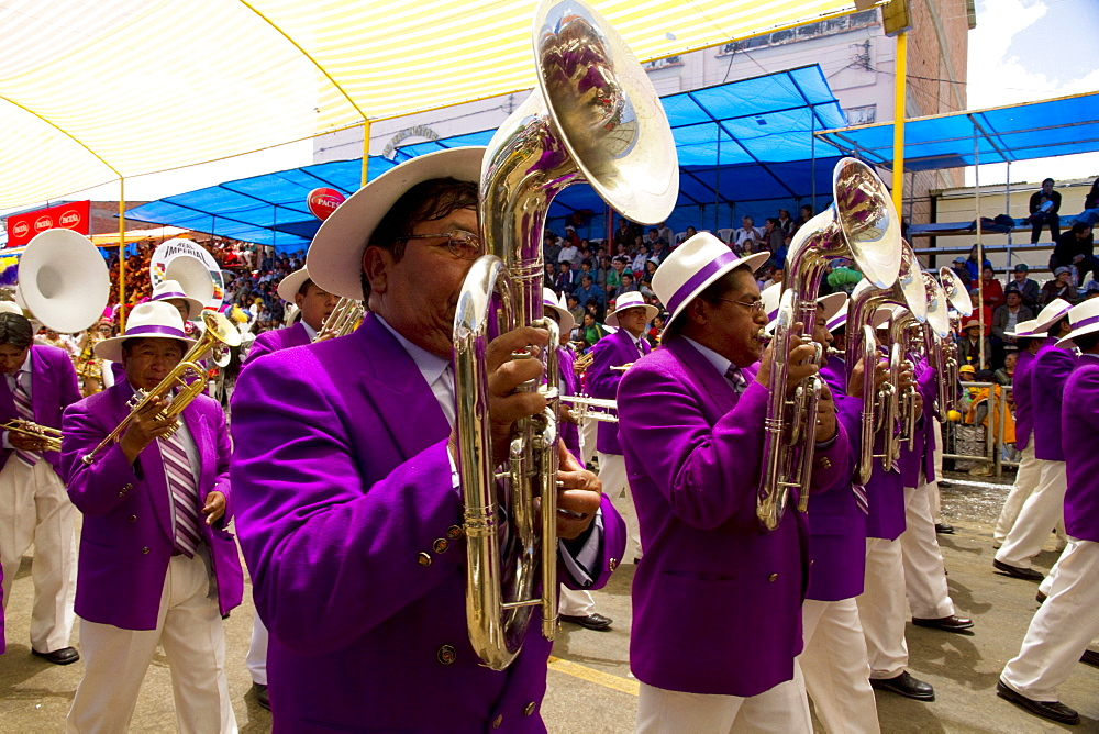 Marching band in the procession of the Carnaval de Oruro, Oruro, Bolivia