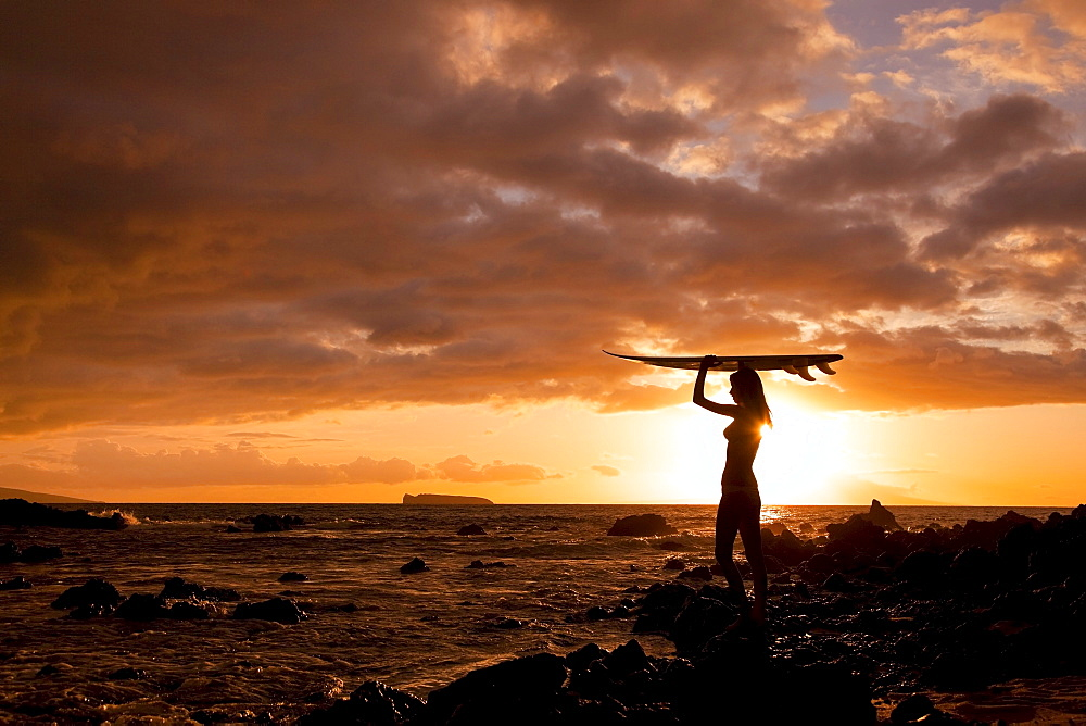 Hawaii, Maui, Makena, Silhouette of surfer girl at sunset - 1116-27890