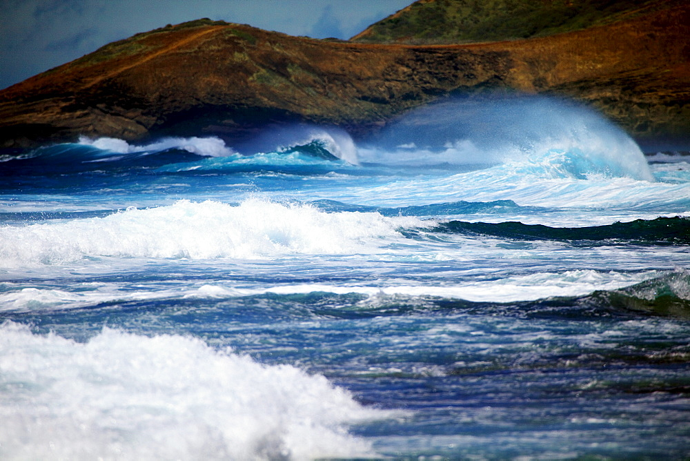 Hawaii, Oahu, Beautiful wave breaking, shot between Sandy's and Makapu'u.