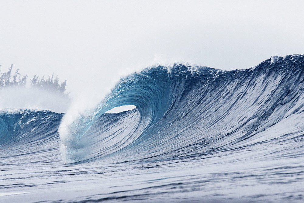 Hawaii, Oahu, Pipeline, Wave breaking.
