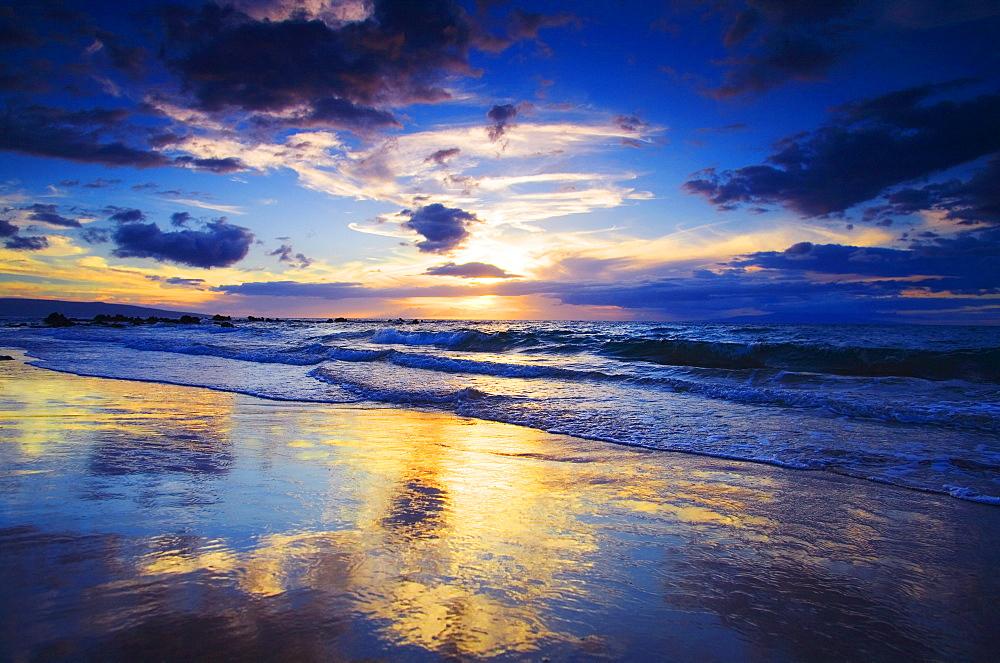 Hawaii, Maui, Wailea, Sunset at Mokapu Beach.
