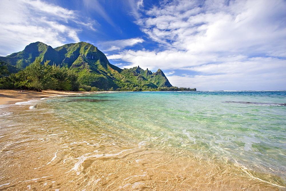 Hawaii, Kauai, North Shore, Tunnels Beach, Bali Hai Point.