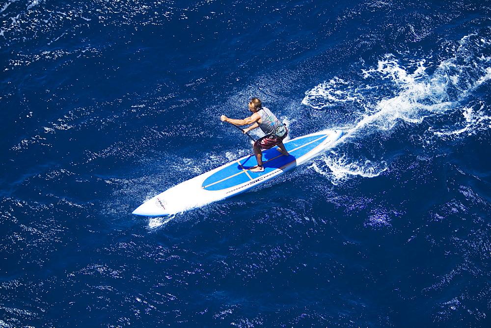 Hawaii, Maui, North Shore, Mark Raaphorst stand up paddling.
