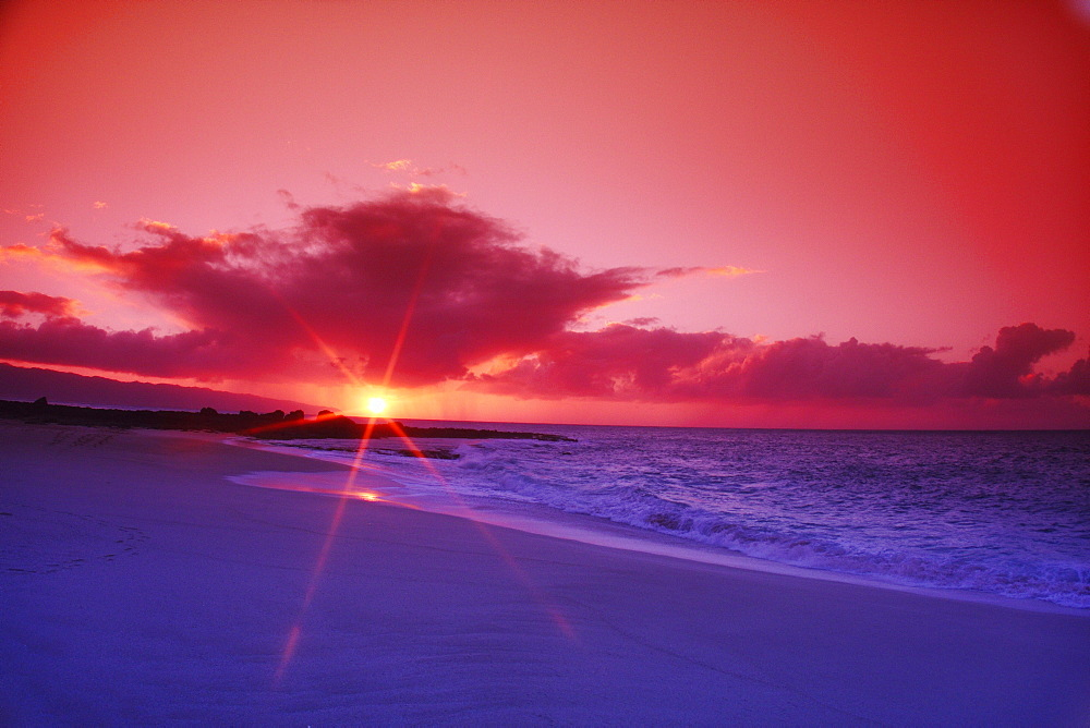 Hawaii, Oahu, Beautiful sunset.
