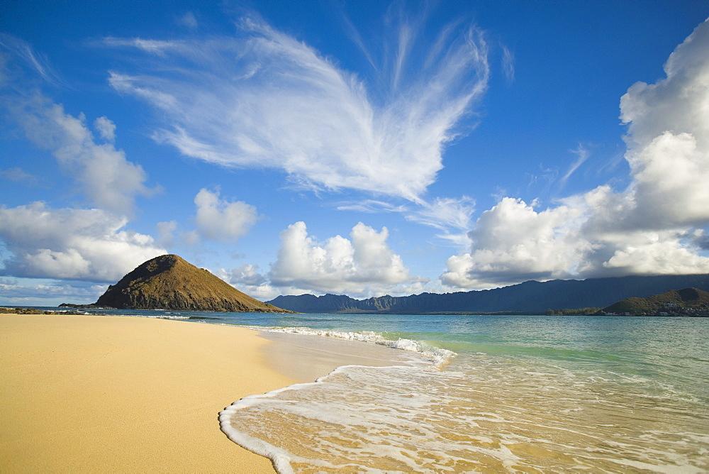 Hawaii, Oahu, View from beach on Mokulua Islands Towards Waimanalo