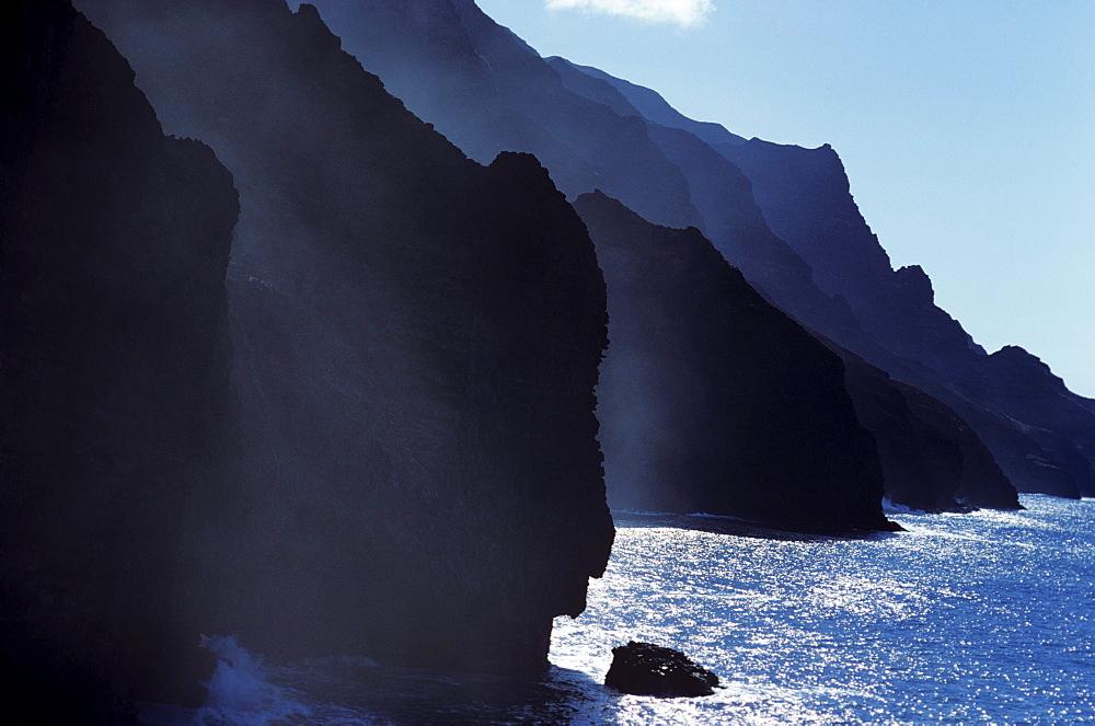 Hawaii, Kauai, Na Pali Coast, Misty cliffs along ocean shoreline.