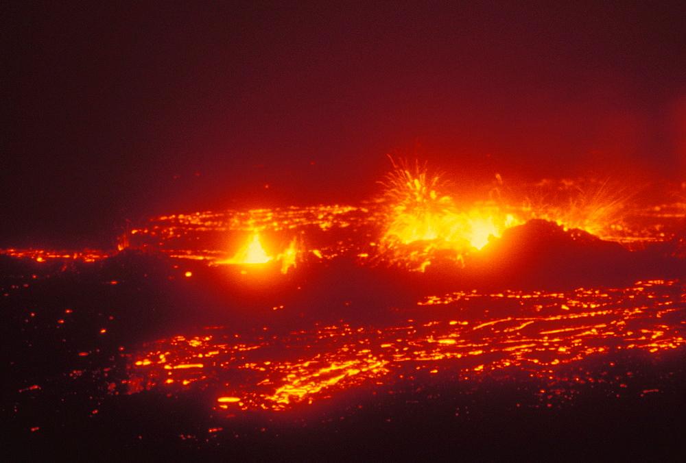 Hawaii, Big Island, Hawaii Volcanoes National Park, Lava action erupting