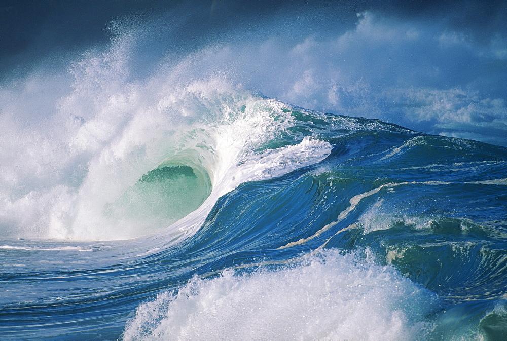 Turbulent shorebreak waves with whitewash.