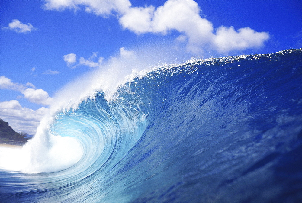 Hawaii, Oahu, North Shore, curling wave at world famous Pipeline.